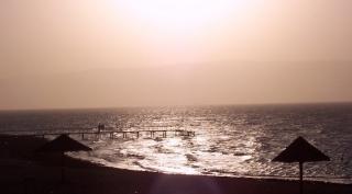 ok-mer-rouge-au-couchant