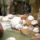 canyon-jordanie-gres-et-dolomie-ensemble-avec-eau-tiede