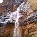 de-violentes-cascades-se-forment-lors-de-pluies-soudaines-en-hiver