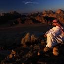 bedouin-au-sommet-des-montagnes-de-rum_mv