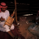 bedouins-sous-la-tente-jouant-de-la-rabarba_mv-copie