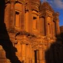 le-temple-du-deir-a-petra_mv