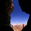 montagnes-de-wadi-rum-alpinistes-en-ombre-chinoise_photo-mv