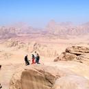 wadi-rum_jordanie-ascension-du-jebel-burdah-par-un-groupe