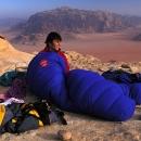 sejour-montagne-jordanie-alpiniste-en-bivouac_mv