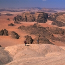 jordanie-sur-les-domes-sommitaux-d-un-merveilleux-sommet-de-rum_mv