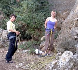 a-gauche-tuf-tuf-grimpeuse-irakienne-avec-une-amie-serbe-irak-al-dub-redim