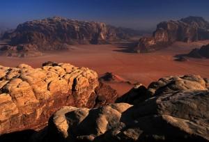 Le Jebel Rum au fond à gauche