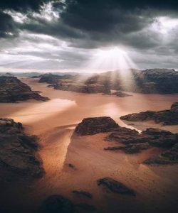 Effets de lumière dans les montagnes de Wadi Rum
